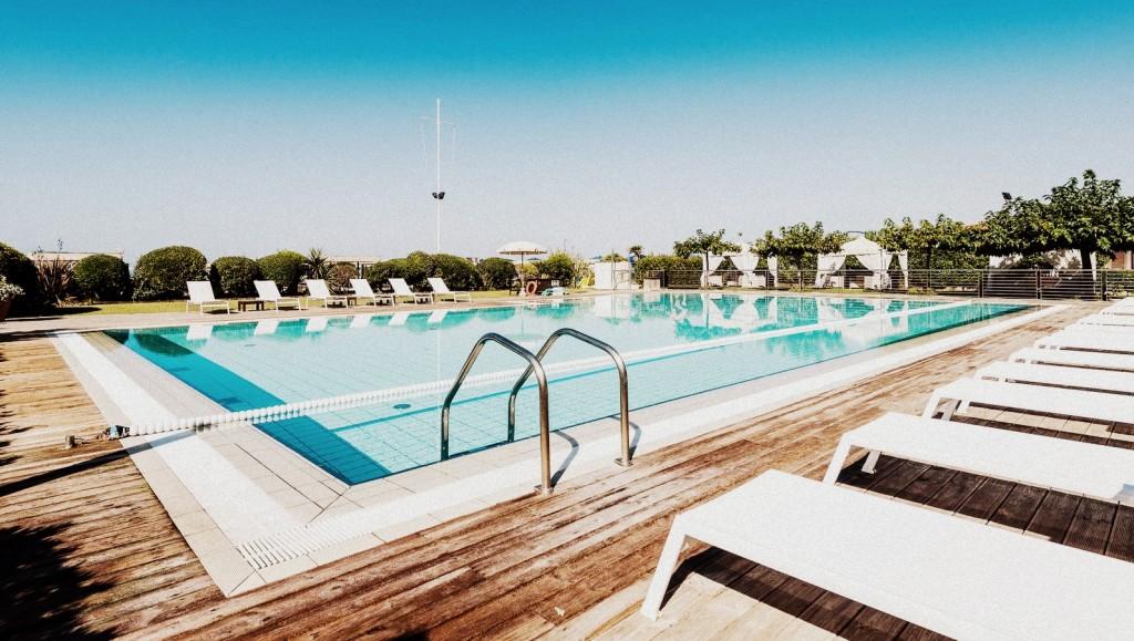 Immagini bagno stella bianca a marina di pietrasanta for Bagno della piscina